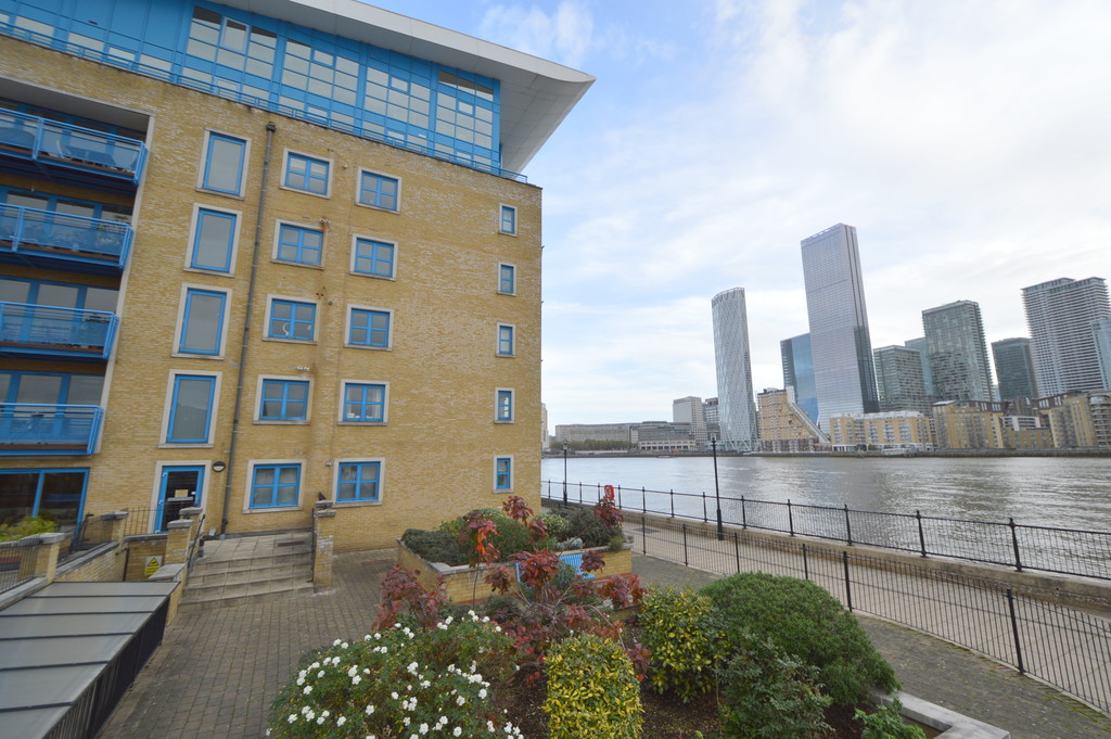 Somerville Point, 305 Rotherhithe Street